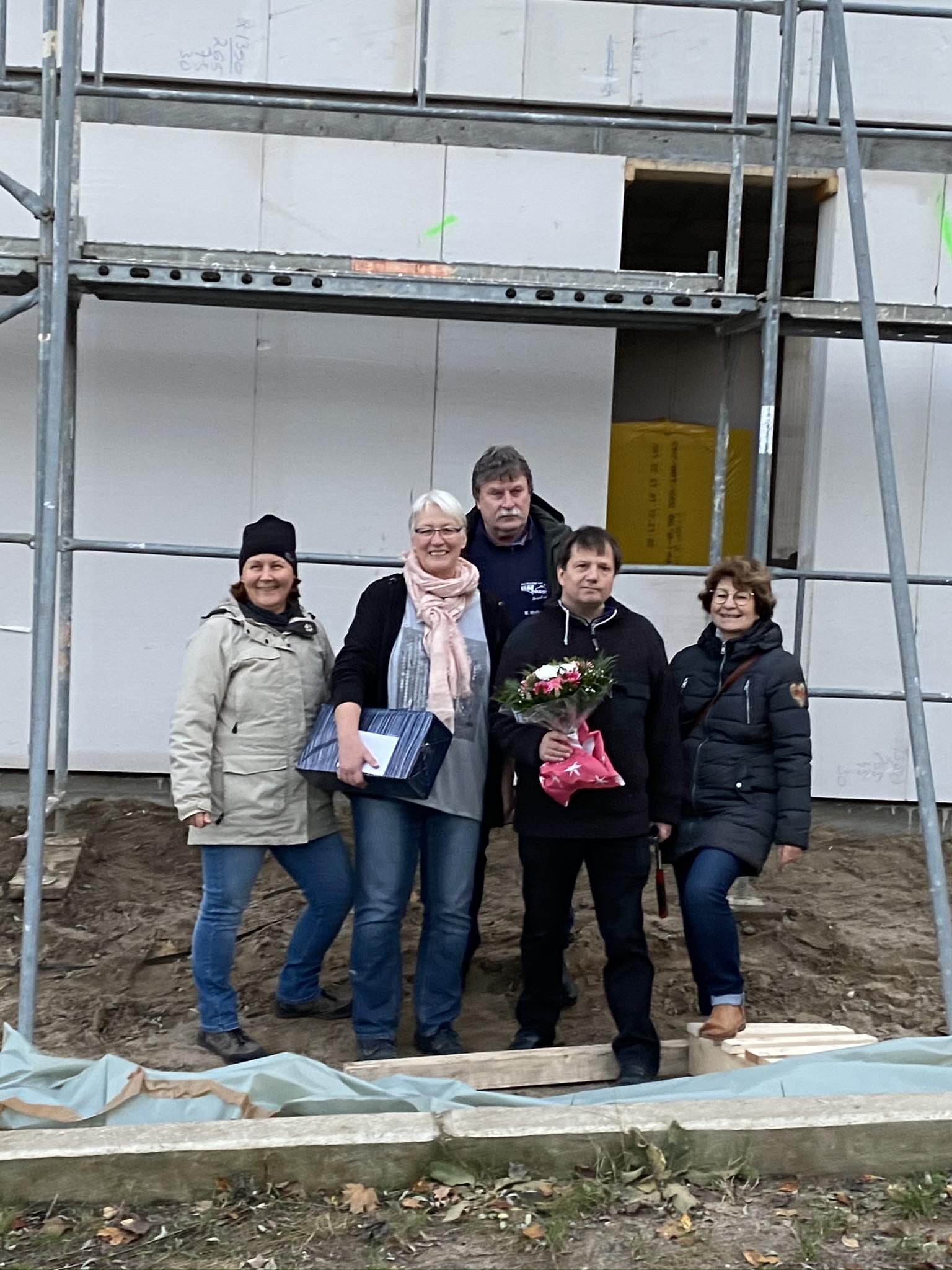 Wir, Bauleitung, Architektin und Hausverkäufer